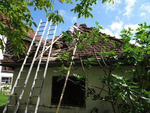 Das Dach wird ausgebessert